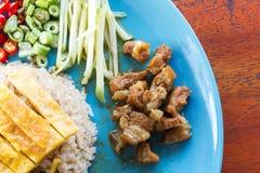 Riso fritto con l'inserimento del gambero Alimento asiatico Immagine Stock