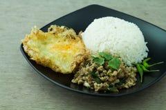 Riso fritto del basilico (cuscinetto-kra-prao) Fotografie Stock