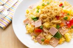 Riso fritto dell'alimento tailandese con il prosciutto e l'ananas Immagini Stock Libere da Diritti