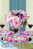 Riso fritto della miscela contenuto in fiore di loto fotografia stock libera da diritti