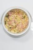 Riso fritto nell'isolato del tiffin su fondo bianco Fotografia Stock Libera da Diritti
