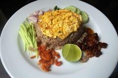 Riso fritto tailandese con la pasta del gamberetto Fotografie Stock