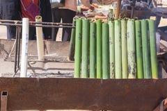 Riso glutinoso arrostito in giunti di bambù fotografia stock libera da diritti
