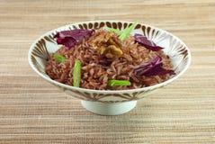 Riso rosso cucinato con guarnizione Fotografie Stock