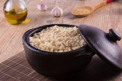 Riso sbramato dell'intero grano cucinato integrale fotografie stock libere da diritti