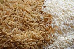Riso sbramato e riso bianco appiccicoso Immagini Stock