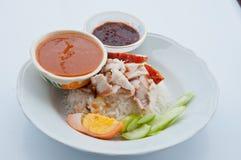 Riso tailandese dell'alimento con porco rosso Fotografia Stock