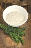 Riso in un piatto con insalata e verdi Ingredienti per sano Fotografie Stock Libere da Diritti