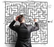 Risoluzione difficile di un labirinto Fotografia Stock Libera da Diritti