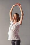 Risolvere della donna incinta Fotografia Stock