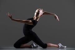 Risolvere della ragazza della ginnasta Fotografia Stock Libera da Diritti