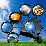 Risorse rinnovabili e Camera con la lampadina Fotografie Stock