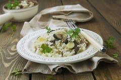 Risoto com cogumelos e alho-porro Foto de Stock
