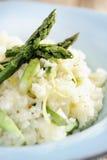 Alimento: Risoto do aspargo com tiras do limão fotos de stock