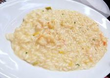 Risoto do marisco na placa branca Fotografia de Stock Royalty Free