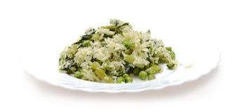 Risoto vegetal com queijo na placa branca Imagem de Stock