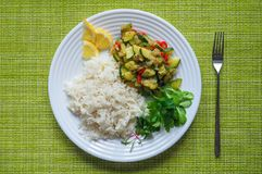 Risotto avec la courgette et le piment Nourriture végétarienne délicieuse Image stock