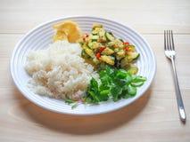 Risotto avec la courgette et le piment Nourriture végétarienne délicieuse Photos libres de droits