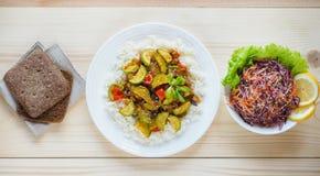 Risotto avec la courgette et le piment Nourriture végétarienne délicieuse Photographie stock
