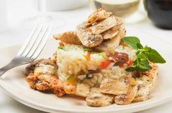 Risotto avec les champignons de couche et la viande de poulet Images libres de droits
