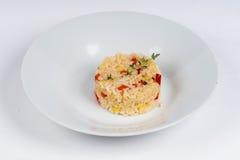 Risotto caldo del piatto su fondo bianco Immagine Stock
