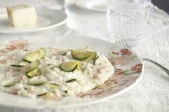 Risotto con il formaggio dello zucchini, del pancetta e del taleggio immagini stock libere da diritti