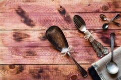Risotto con le verdure, su fondo di legno Fotografia Stock