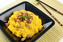 Risotto dello zafferano con il porco del curry Immagine Stock
