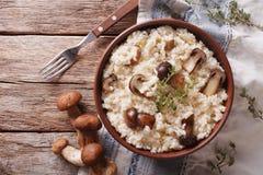 Risotto mit porcini Pilzen und Thymiannahaufnahme Horizontal zu Lizenzfreies Stockbild