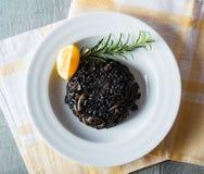 Risotto noir avec des fruits de mer Photographie stock