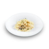 Risotto - rijst die met bouillon wordt gekookt en die met kaas wordt bestrooid royalty-vrije stock foto's