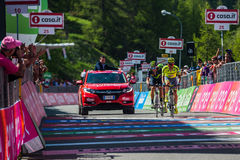 Risoul, Франция 27-ое мая 2016; Группа в составе профессиональный велосипедист вымотанная с Rigoberto Uran и Alejandro Valverde п Стоковая Фотография
