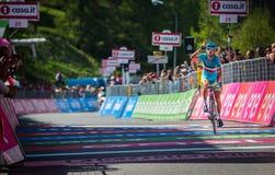 Risoul, Франция 27-ое мая 2016; Vincenzo Nibali, команда Астаны, вымотанные пропуски финишная черта и выигрывает этап Стоковые Фото