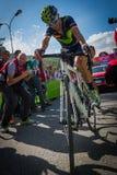 Risoul, France le 27 mai 2016 ; Alejandro Valverde, équipe de Movistar, épuisée sur la ligne d'arrivée de Risoul Images stock