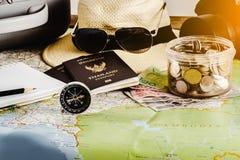 Risparmi i soldi per il viaggio di viaggio Accessori di viaggio per il viaggio TR Fotografie Stock Libere da Diritti