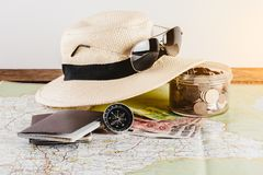 Risparmi i soldi per il viaggio di viaggio Accessori di viaggio per il viaggio TR Fotografia Stock Libera da Diritti