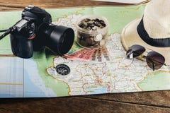 Risparmi i soldi per il viaggio di viaggio Accessori di viaggio per il viaggio TR Fotografie Stock