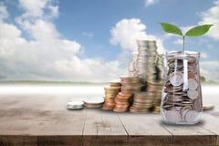 Risparmi i soldi per preparano Fotografia Stock Libera da Diritti
