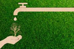 Risparmi in tensione dell'acqua di rubinetto della gocciolina del taglio della carta di concetto di ecologia illustrazione di stock