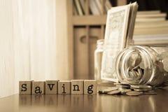 Risparmio dei soldi e reddito extra, viraggio seppia Fotografia Stock