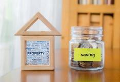Risparmio dei soldi per la proprietà di investimento Fotografie Stock
