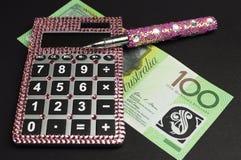 Risparmio e concetto della gestione del denaro con il calcolatore Immagini Stock