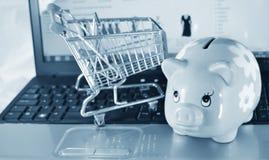 Risparmio in linea Immagini Stock