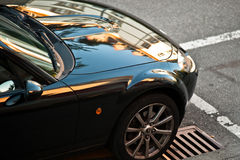 Rispecchiandosi sull'automobile Fotografia Stock
