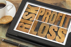 Risque, bénéfice, perte sur un comprimé Photographie stock libre de droits