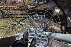 Risque d'accident tandis qu'escaliers de marche Photographie stock