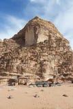 Risquez l'hôtel de camping parmi les déserts dans Moyen-Orient photographie stock libre de droits
