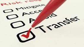 Risquez la liste de contrôle de réponse avec le rouge ballpen le transfert de coutil Illustration Stock