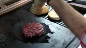 Rissol cru do hamburguer vídeos de arquivo