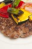 Rissole de viande avec des légumes Photo stock